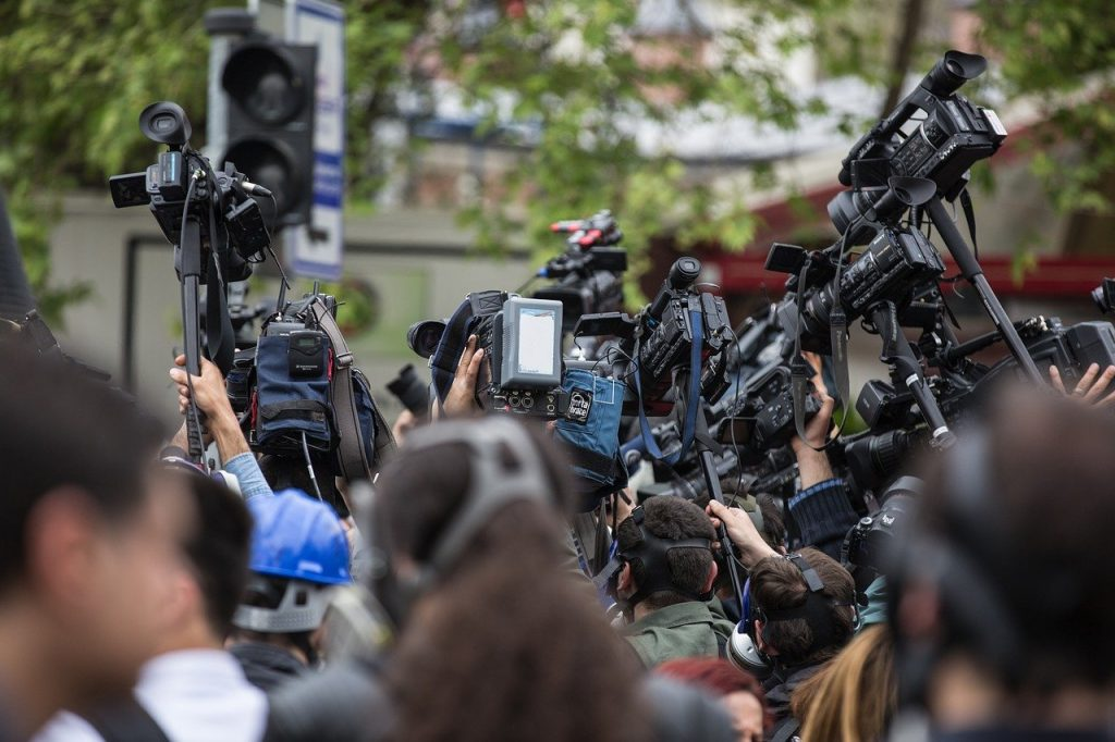 Czy warto iść na studia dziennikarskie? Czy studia dziennikarskie uczą zawodu dziennikarza?